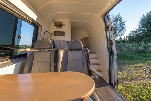 """Featured image for """"Zelfbouw camper"""""""